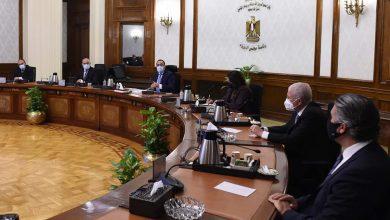 رئيس الوزراء يتابع مخططات إنشاء محطات تحلية مياه البحر